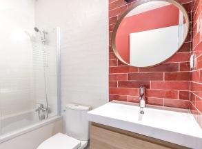 decoration salle de bain zelliges rouge