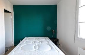 tête de lit peinture vert armérie chambre