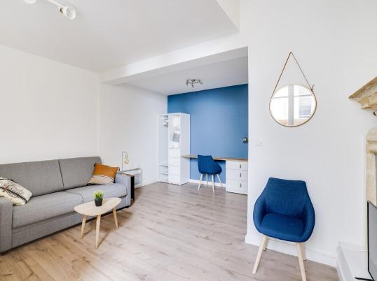 studio relooké peinture bleu