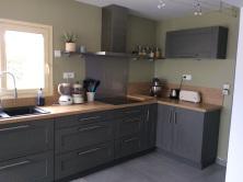 cuisine grise bois et vert estuaire
