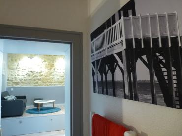détails salle d'eau et vue sur piece de vie studio