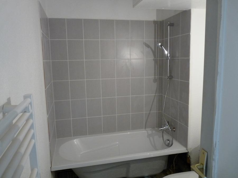 chantier rénovation salle de bain dans un studio