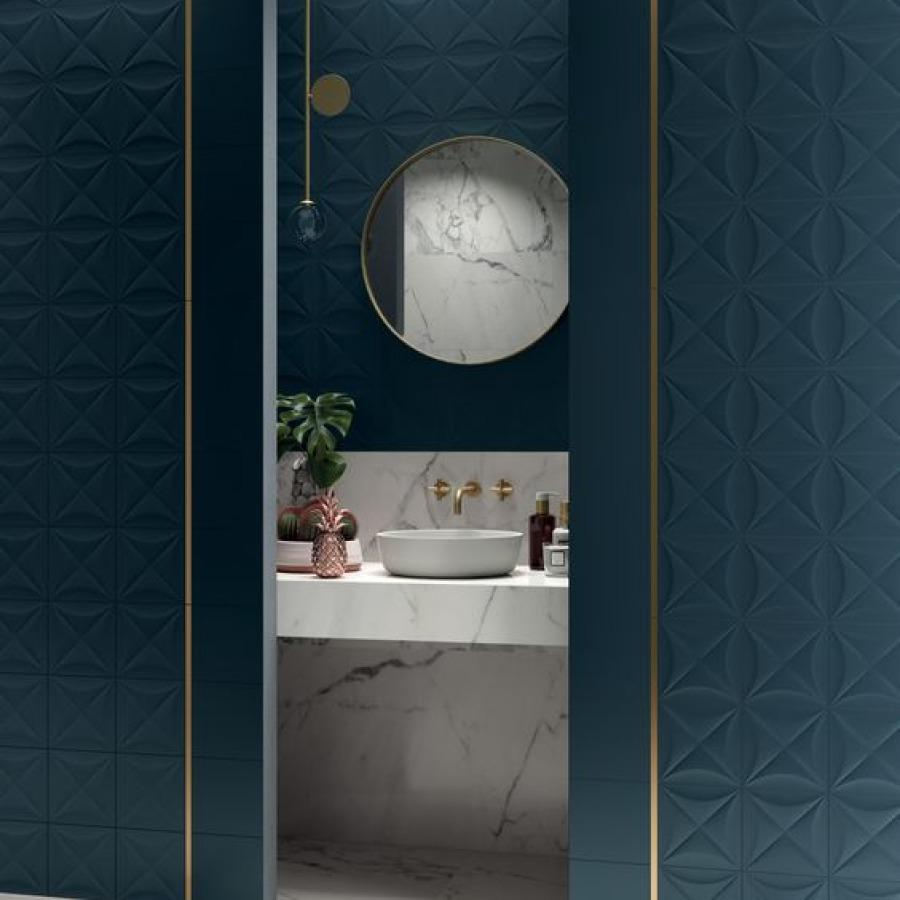 salle de bain bleu canard marbre et laiton