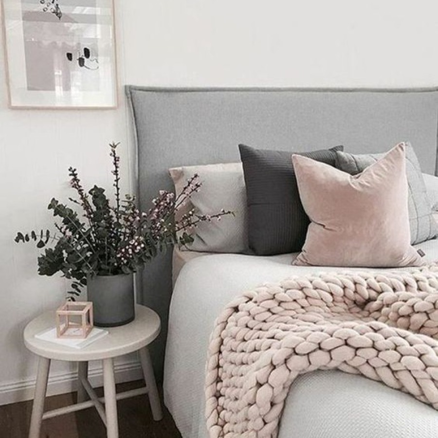 chambre blanche, grise et rose poudré